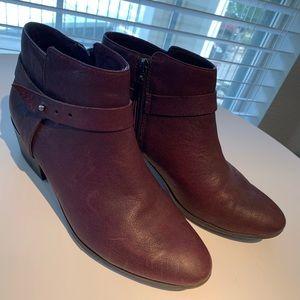 Clark's leather ankle booties Sz 10 Aubergine